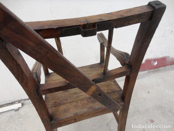 Antigüedades: Antiquisimo Sillon de barbero Siglo XVIII en madera de nogal , ideal museo etnografico o Barberia - Foto 16 - 254220195