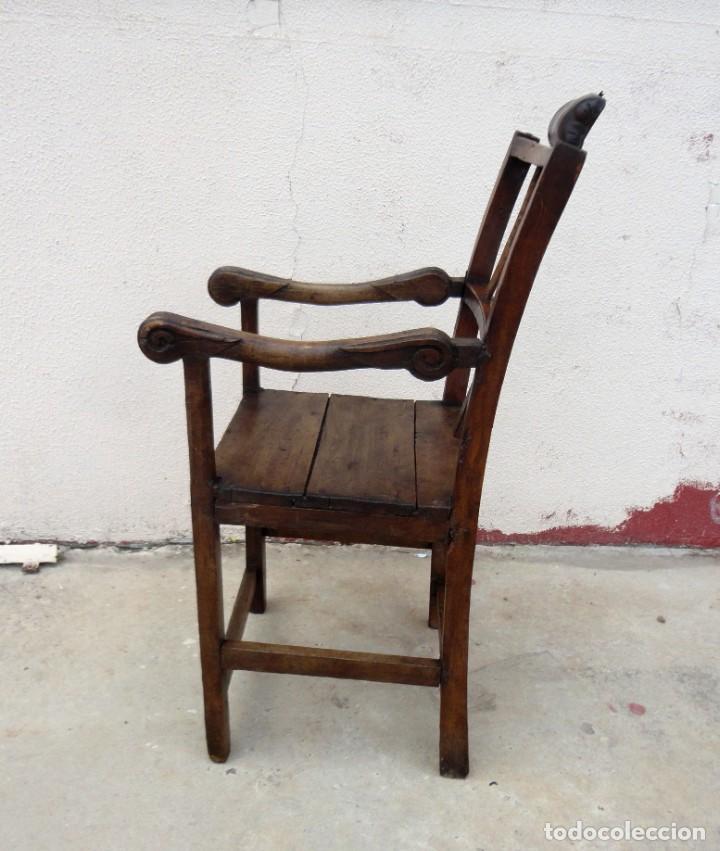 Antigüedades: Antiquisimo Sillon de barbero Siglo XVIII en madera de nogal , ideal museo etnografico o Barberia - Foto 18 - 254220195