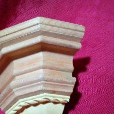 Antigüedades: MENSULA DE MADERA Y RESINA. Lote 254228985