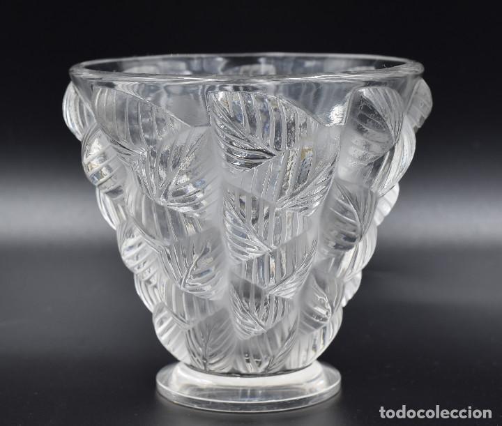 Antigüedades: Lalique – Vase «Moissac» feuilles en relief – Cristal – France, vers 1960. - Foto 3 - 254289050