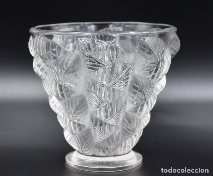 Antigüedades: Lalique – Vase «Moissac» feuilles en relief – Cristal – France, vers 1960. - Foto 4 - 254289050