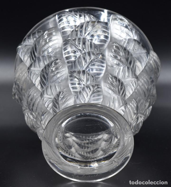 Antigüedades: Lalique – Vase «Moissac» feuilles en relief – Cristal – France, vers 1960. - Foto 8 - 254289050