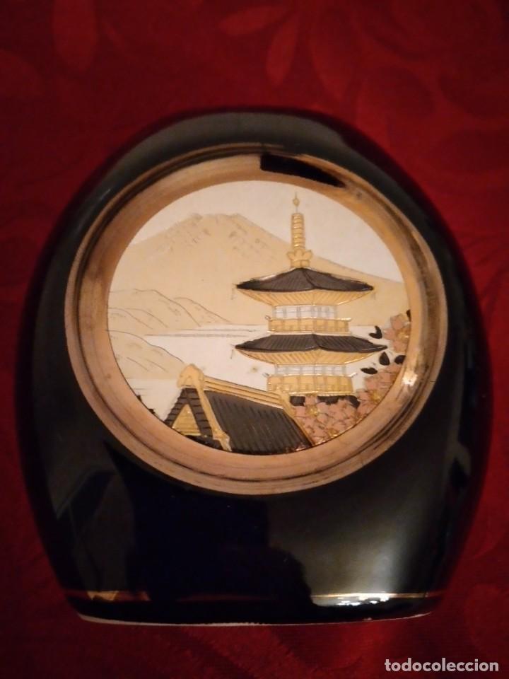 Antigüedades: PRECIOSO JARRÓN DECORADO CON METALES PRECIOSOS ORO Y PLATA .THE ART OF CHOKIN JAPÓN. - Foto 2 - 254308260