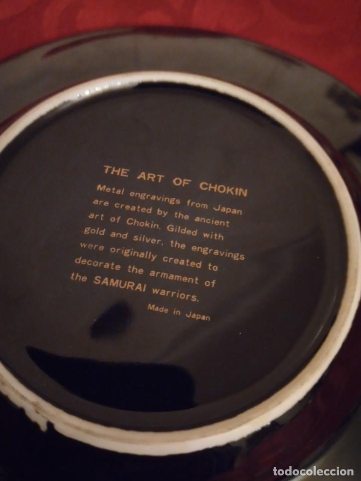 Antigüedades: Bonito plato en porcelana japonesa en técnica de grabado CHOKIN,1983 - Foto 4 - 254308510
