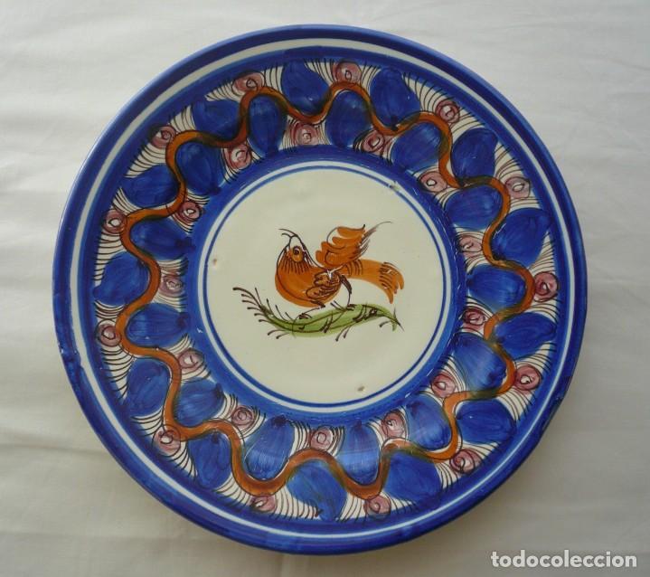 PLATO DE PUENTE DEL ARZOBISPO. FIRMADO R.D.M. (Antigüedades - Porcelanas y Cerámicas - Puente del Arzobispo )