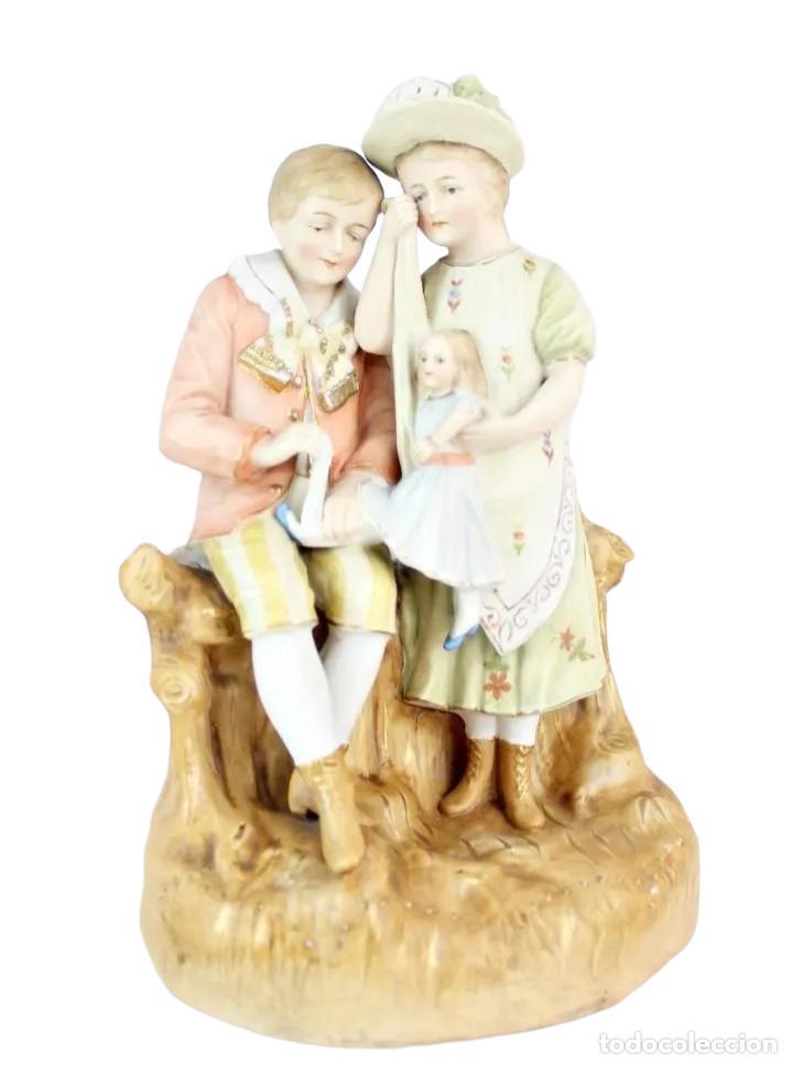 FIGURA NIÑA Y NIÑO CON MUÑECA. PORCELANA BISCUIT. THURINGIA CA 1890. BISQUE PORCELAIN FIGURINE (Antigüedades - Porcelana y Cerámica - Alemana - Meissen)