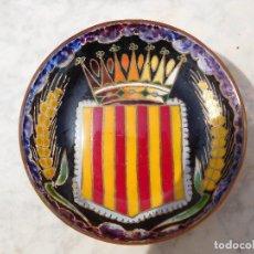 Antigüedades: CENTRO PEQUEÑO DE CIRERA PINTADO A MANO ESCUDO DE CATALUNYA. Lote 254406275