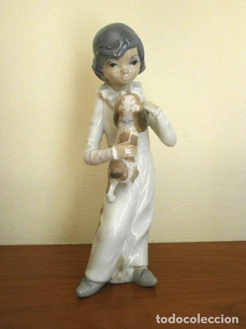 Antigüedades: Figura Niño con perro 22 cm - Porcelana Marca CASADES (estilo Lladro) - Foto 3 - 254425895