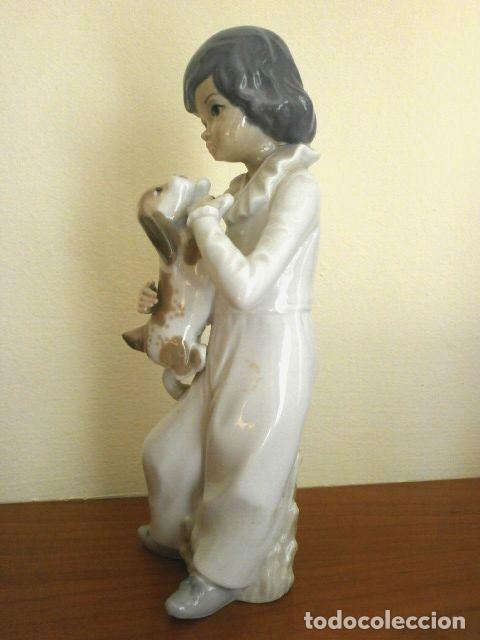 Antigüedades: Figura Niño con perro 22 cm - Porcelana Marca CASADES (estilo Lladro) - Foto 4 - 254425895
