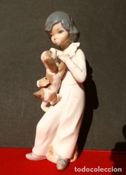 Antigüedades: Figura Niño con perro 22 cm - Porcelana Marca CASADES (estilo Lladro) - Foto 7 - 254425895