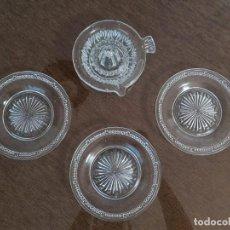 Antigüedades: EXPRIMIDOR DE CRISTAL PRENSADO Y 4 PLATOS. Lote 254445045