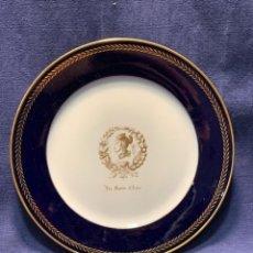 Antiquités: PLATO PORCELANA AZUL DORADA MANUFACTURE ROYALE SEVRES 1961 ASIA FRUTAS LES FRUITS 2X24CMS. Lote 254473640