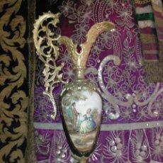 Antigüedades: ESPECTACULAR AGUAMANIL JARRON TIPO SEVRES O LIMOGES CERAMICA VERDE Y METAL DORADO 58,5 CM ALTURA. Lote 254507995
