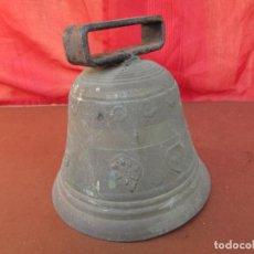 Antigüedades: CAMPANA CENTENARIA DE BRONCE. RELIGIOSA. CRUZ, ESTRELLAS, SOL, GRABADAS. SUENA POTENTE. Lote 254535135