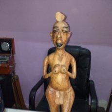 Antigüedades: FIGURA MADERA TALLADA AFRICAN 60 CM - VER LAS FOTOS. Lote 254548445