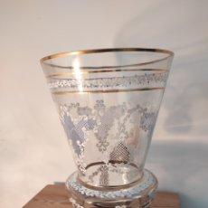 Antigüedades: ANTIGUA JARRÓN DE CRISTAL, DECORADO Y CON ORO. PRECIOSO 25,5CM. Lote 254548835