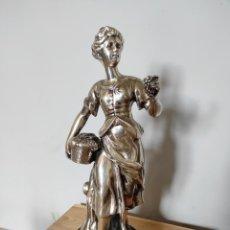 Antigüedades: FIGURA DE DAMA BAÑADA EN PLATA, CON BASE DE MÁRMOL 34CM. Lote 254564320