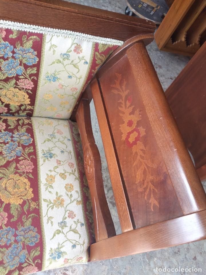 Antigüedades: Precioso sillón isabelino de madera noble con incrustaciones y tapizado floral. - Foto 6 - 254571935