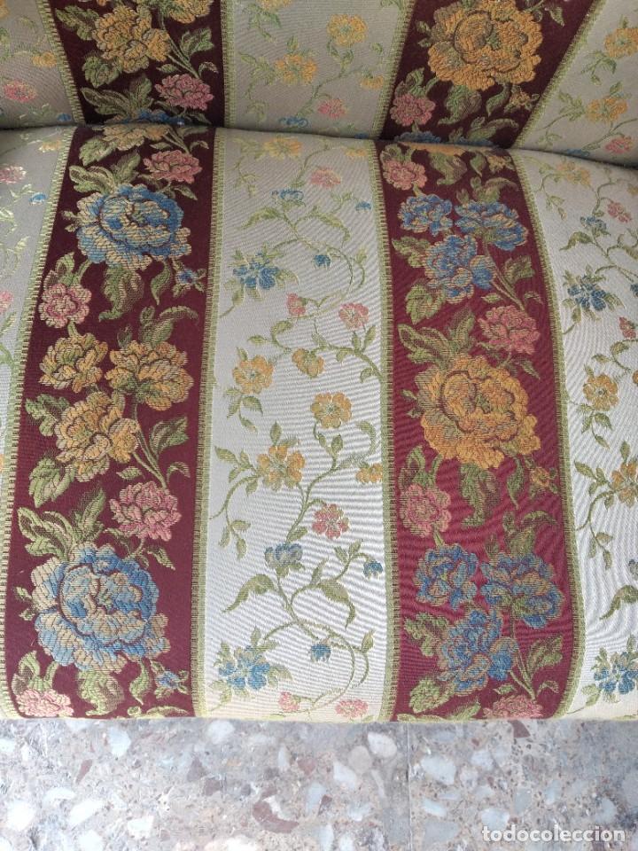 Antigüedades: Precioso sillón isabelino de madera noble con incrustaciones y tapizado floral. - Foto 7 - 254571935