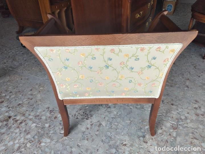 Antigüedades: Precioso sillón isabelino de madera noble con incrustaciones y tapizado floral. - Foto 10 - 254571935