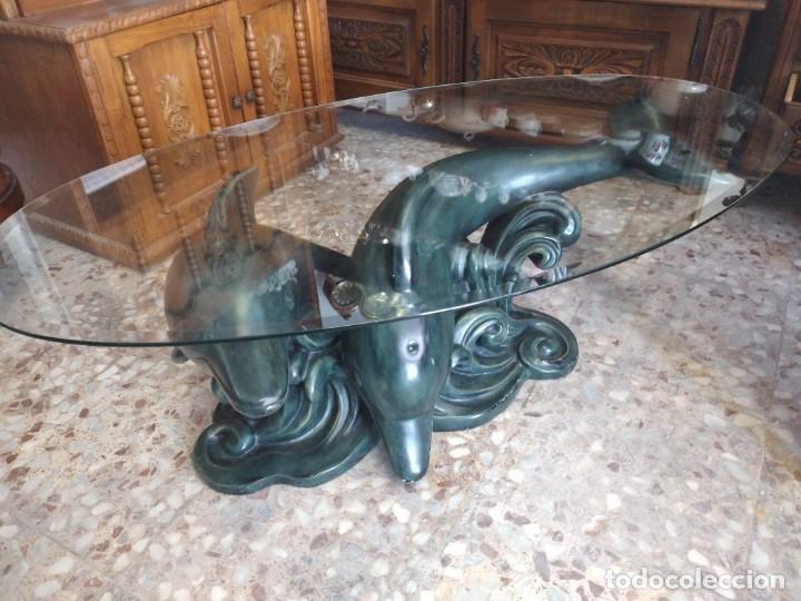Antigüedades: Preciosa mesa ovalada de cristal biselado con imagen de delfines en la base. de resina.vintage. - Foto 13 - 254581960