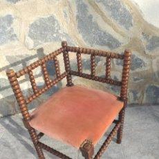Antigüedades: ANTIGUA SILLA DE ESQUINA DE MADERA DE CEREZO SILVESTRE TORNEADA, TAPIZADO ATERCIOPELADO.. Lote 254587500