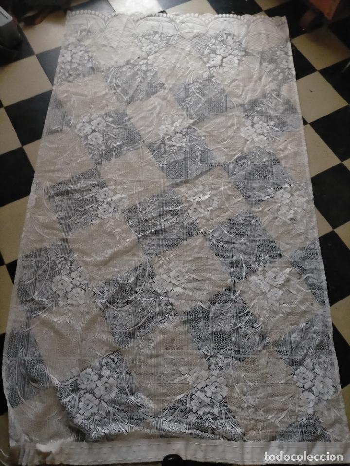 Antigüedades: GRAN ANTIGUA VINTAGE VISILLO ENCAJE CALADO 214X121 CORTINA PATA . BUEN ESTADO - Foto 13 - 254604975