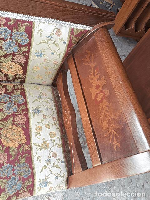 Antigüedades: Precioso sillón isabelino de madera noble con incrustaciones y tapizado floral. - Foto 11 - 254571935
