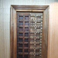 Antigüedades: ANTIGUO PORTON DE CLAVOS GRANADINO. Lote 254614545