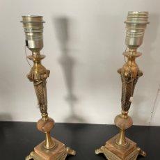 Antigüedades: PAREJA DE LAMPARAS DE MESA EN BRONCE Y MARMOL. Lote 254628930