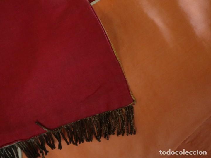 Antigüedades: Casulla y estola confeccionadas en seda bordada. Hacia 1900. - Foto 29 - 254631550