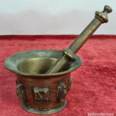 Antigüedades: ALMIREZ DE BRONCE. ORNAMENTADO CON 4 CRESTAS. MANO ORIGINAL. SIGLO XIX.. Lote 254671480