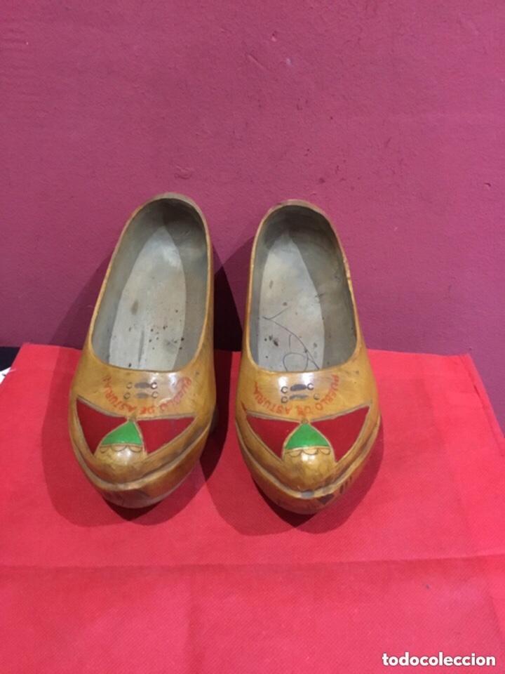 Antigüedades: Vintage Souvenir de Madera Zapatos asturianos- ver las medidas en fotos - Foto 2 - 254716155