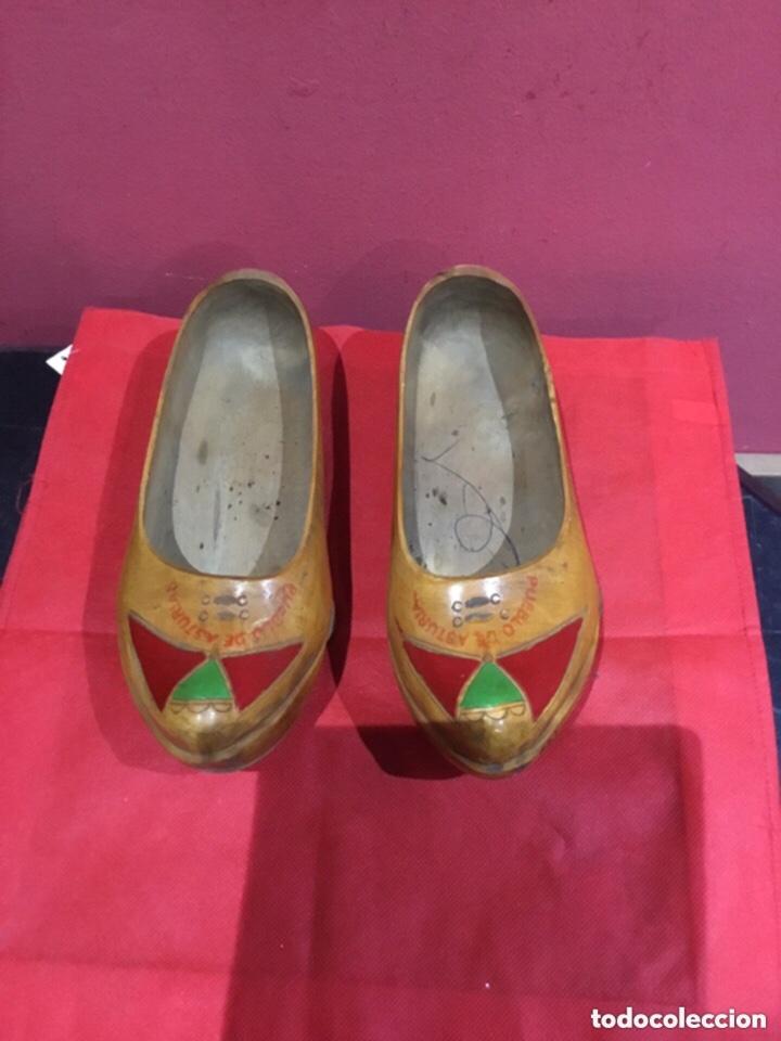 Antigüedades: Vintage Souvenir de Madera Zapatos asturianos- ver las medidas en fotos - Foto 4 - 254716155