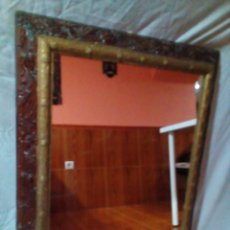 Antigüedades: MUY ANTIGUO ESPEJO CON MARCO ALFONSINO. Lote 254754790