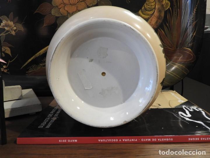 Antigüedades: PRECIOSO MACETERO DE PORCELANA DECORADO A MANO CON FLORES Y PAJAROS - Foto 7 - 254796995
