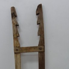Antigüedades: ESCALERA O AMUGA DE CARGA ANTIGUA. Lote 254808345