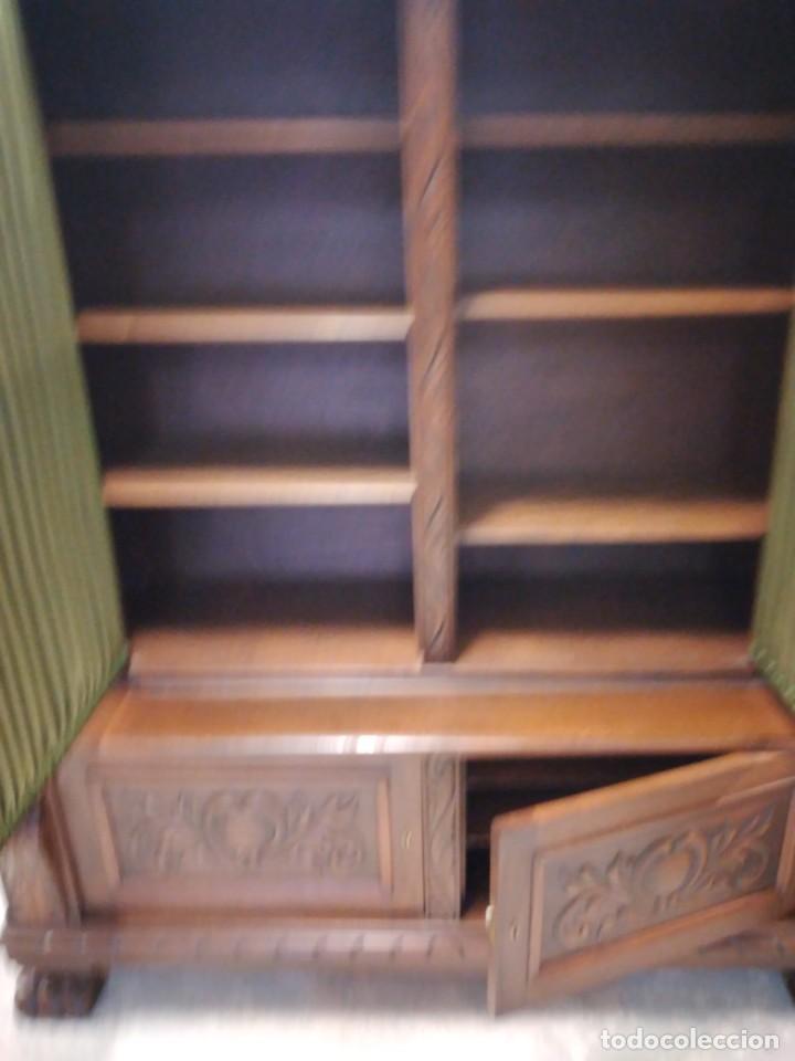 Antigüedades: Precioso vitrina isabelina de madera de roble macizo con cabezas y garras de león talladas. - Foto 20 - 254810050