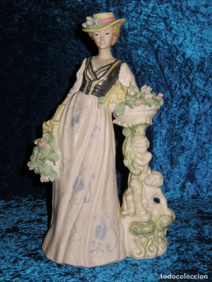 ANTIGUA FIGURA CERÁMICA PORCELANA ARTÍSTICA LEVANTINA MUJER FLORES QUERUBINES 35 CM SELLO CIRCA 1980 (Antigüedades - Hogar y Decoración - Figuras Antiguas)