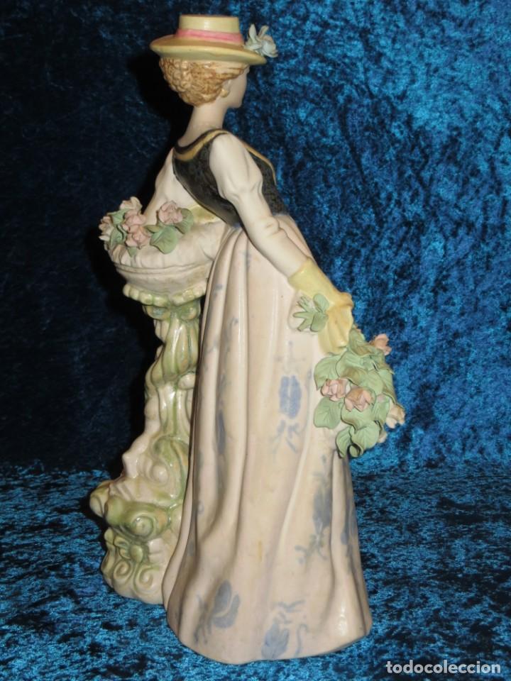 Antigüedades: Antigua figura cerámica Porcelana Artística Levantina mujer flores querubines 35 cm sello circa 1980 - Foto 2 - 254825780