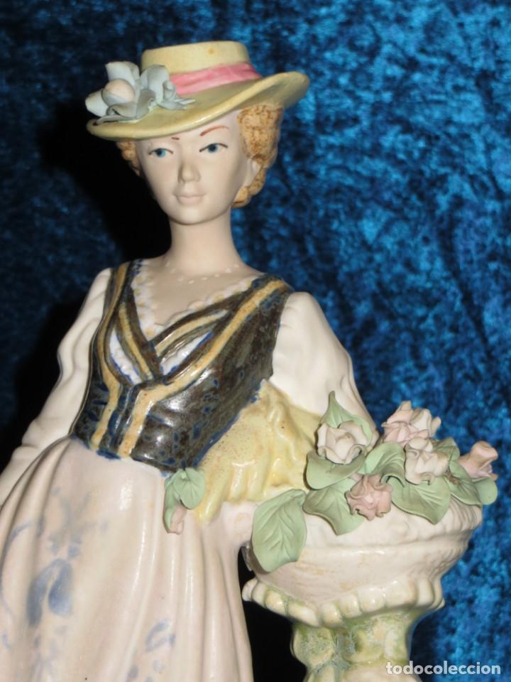 Antigüedades: Antigua figura cerámica Porcelana Artística Levantina mujer flores querubines 35 cm sello circa 1980 - Foto 4 - 254825780