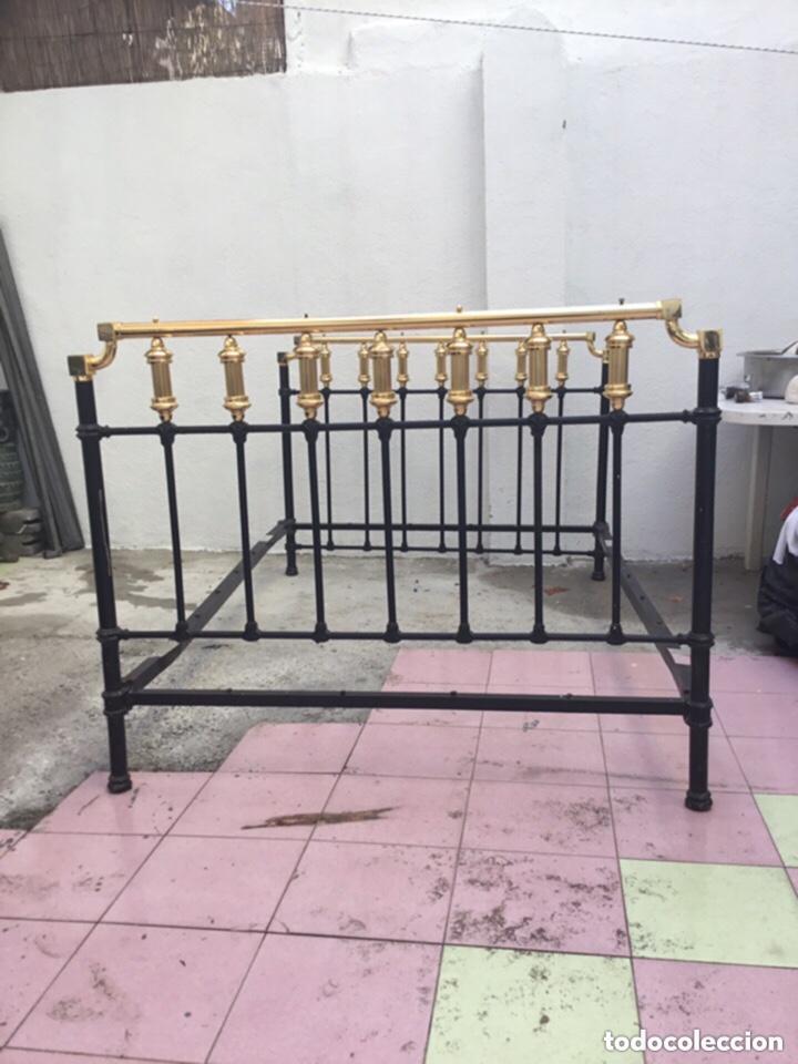 Antigüedades: Antigua cama matrimonial de hierro forjado 1.95 M X 1.40 m . Ver fotos - Foto 4 - 254879725
