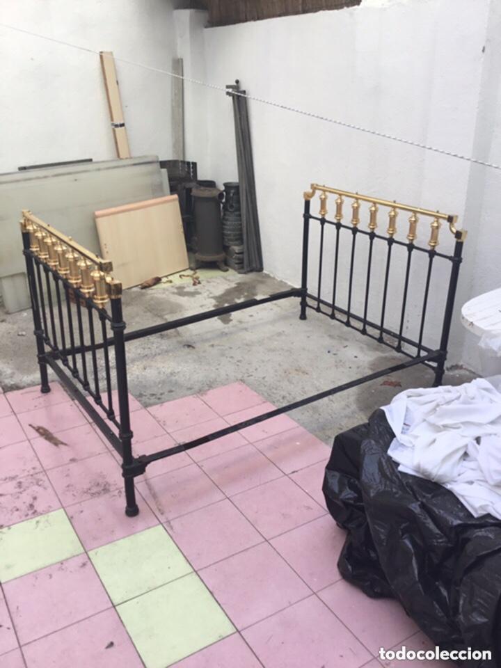 Antigüedades: Antigua cama matrimonial de hierro forjado 1.95 M X 1.40 m . Ver fotos - Foto 6 - 254879725
