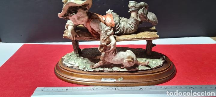 Antigüedades: Preciosa y emocionante figura Capodimonte de Giuseppe Armani de un niño con un perro. Guillivers - Foto 21 - 254885895
