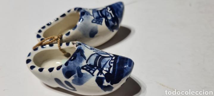 Antigüedades: Precioso par de zuecos de porcelana. DELFT. Holanda. - Foto 3 - 254904395