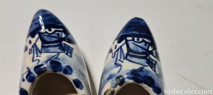 Antigüedades: Precioso par de zuecos de porcelana. DELFT. Holanda. - Foto 6 - 254904395