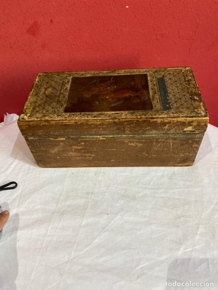 Antigüedades: Antigua caja de madera decorada.ver fotos - Foto 2 - 254907240