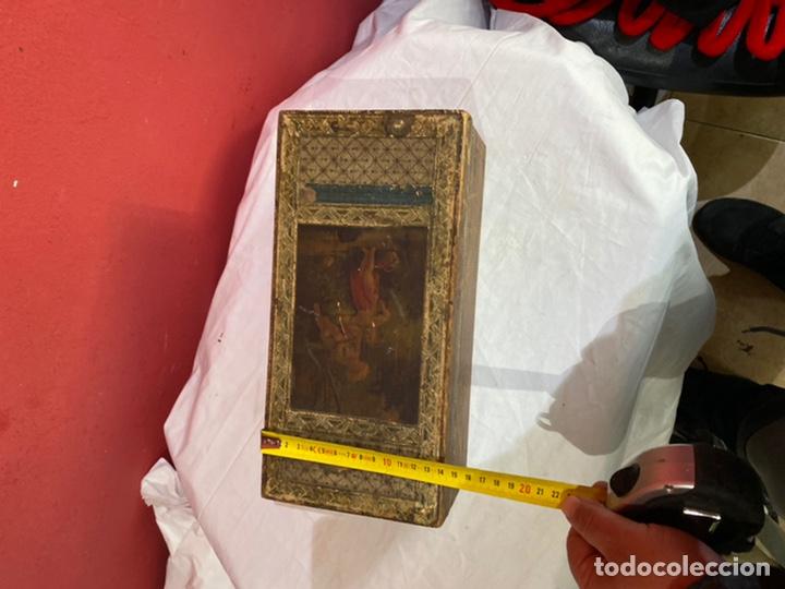 Antigüedades: Antigua caja de madera decorada.ver fotos - Foto 5 - 254907240