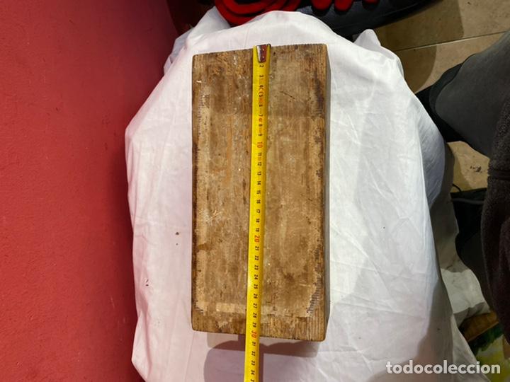 Antigüedades: Antigua caja de madera decorada.ver fotos - Foto 7 - 254907240