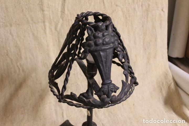 Antigüedades: lampara de sobremesa de hierro - Foto 4 - 254920525